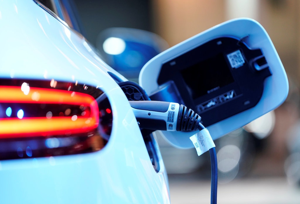 Benefits of Driving an Electric Vehicle